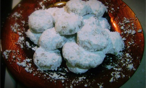 Kourabiedes (Greek butter biscuits)