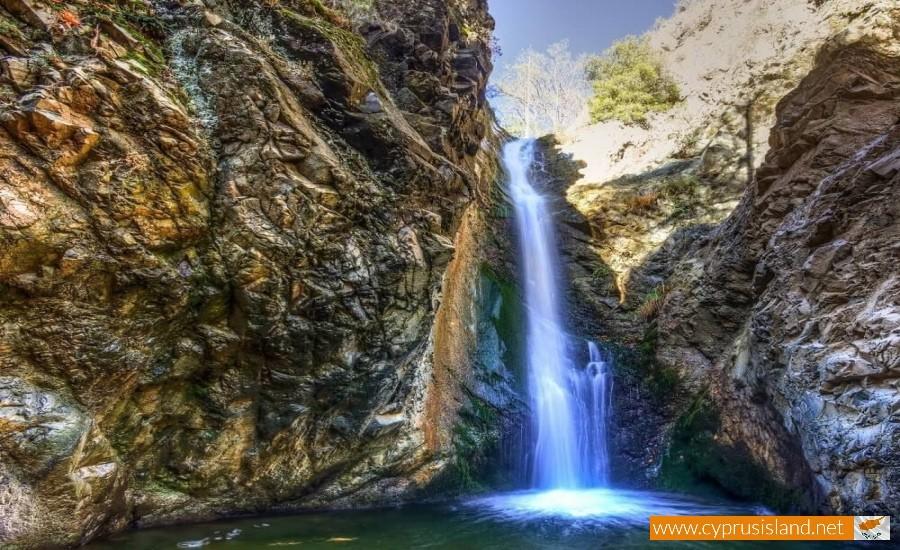 Millomeri waterfall platres