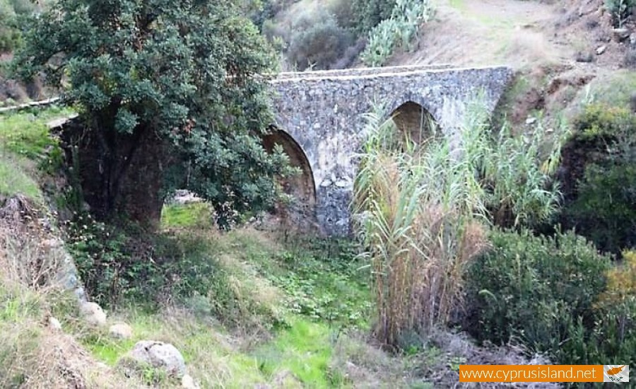 akapnou bridge