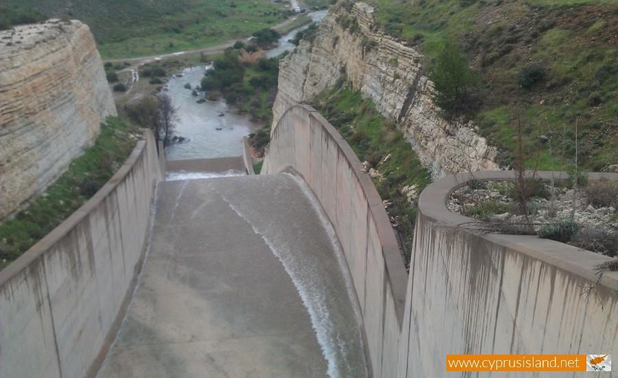 Asprokremmos dam overflowed 3