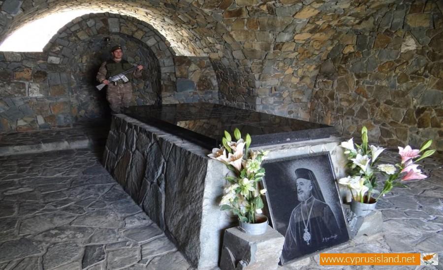 tomb of makarios throni
