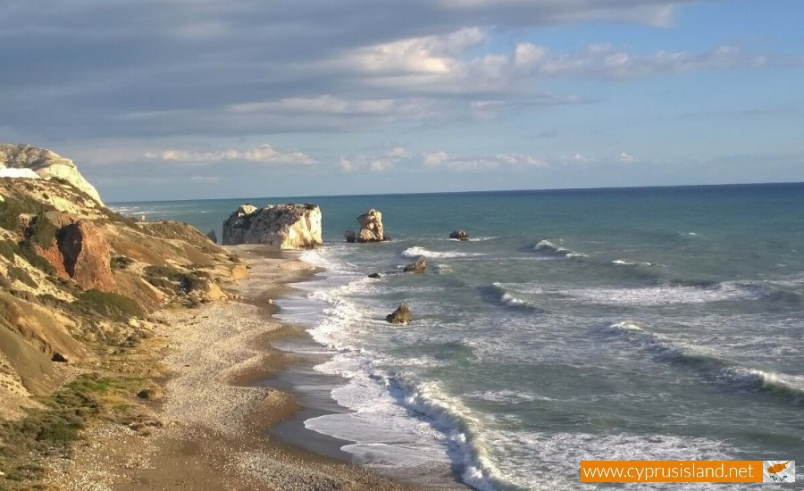 Large waves in Petra tou Romiou