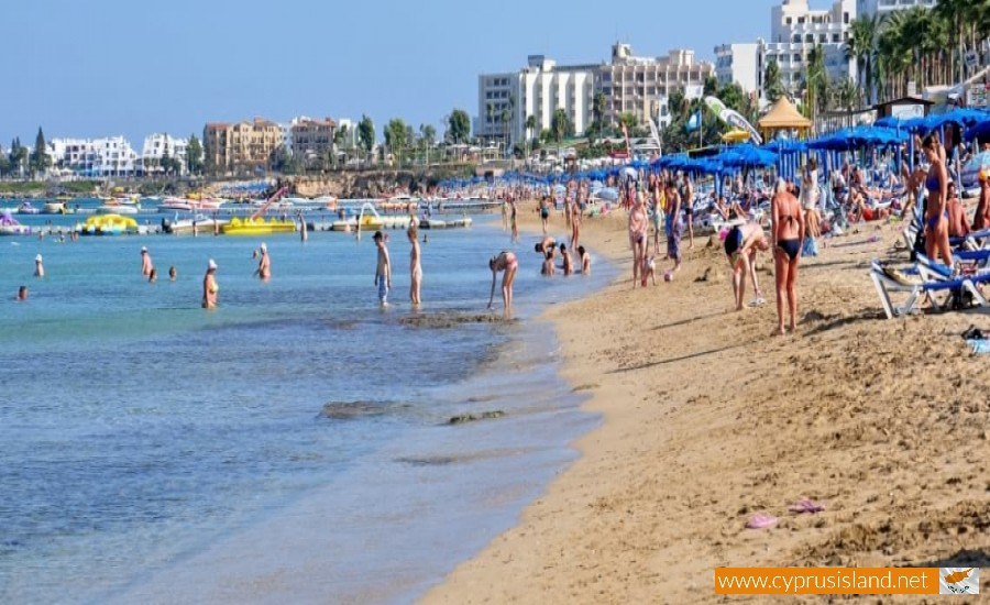 louma beach protaras
