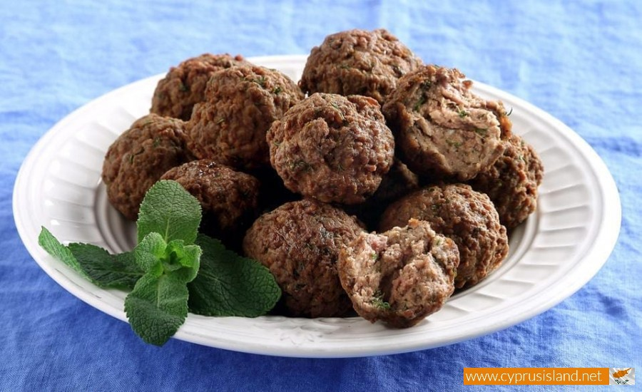 https://www.cyprusisland.net/sites/default/files/styles/resize_900x500/public/cuisine/keftedes.jpg