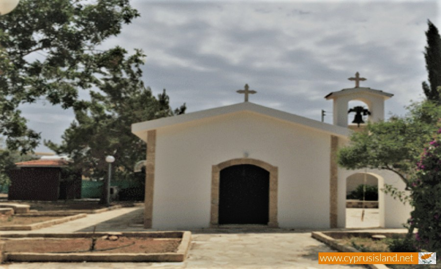 archangelos michael chapel chloraka