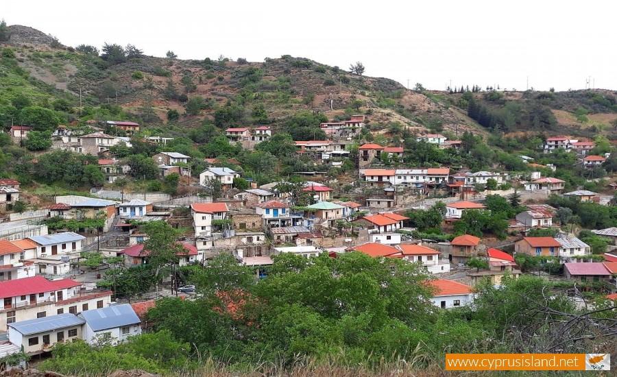 kaminaria village