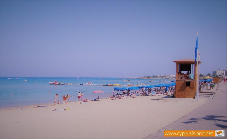 paralimni beach