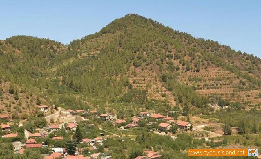 tsakistra village